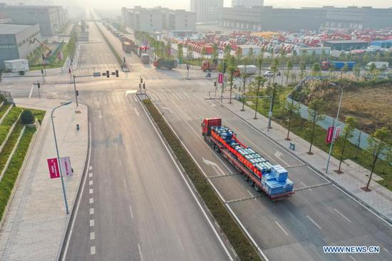New highway freight service links China, Kazakhstan